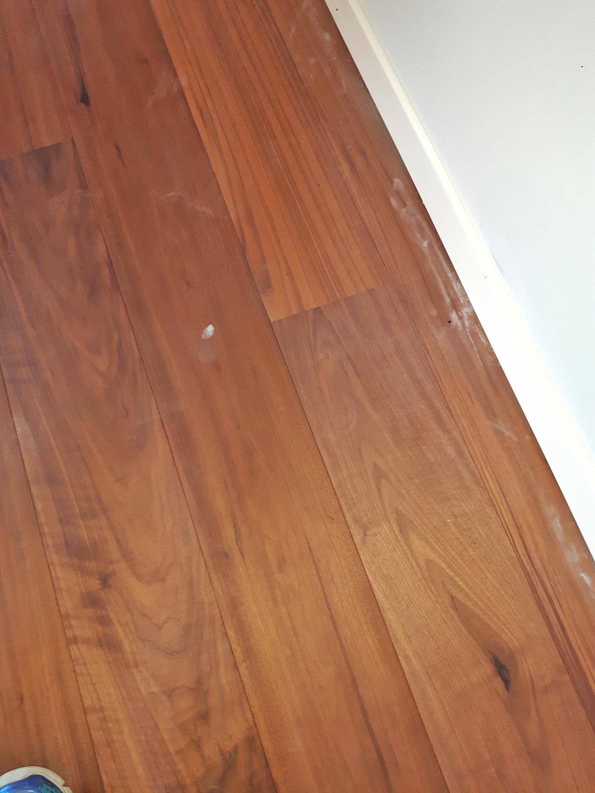 Lavaggio pavimenti e parquet