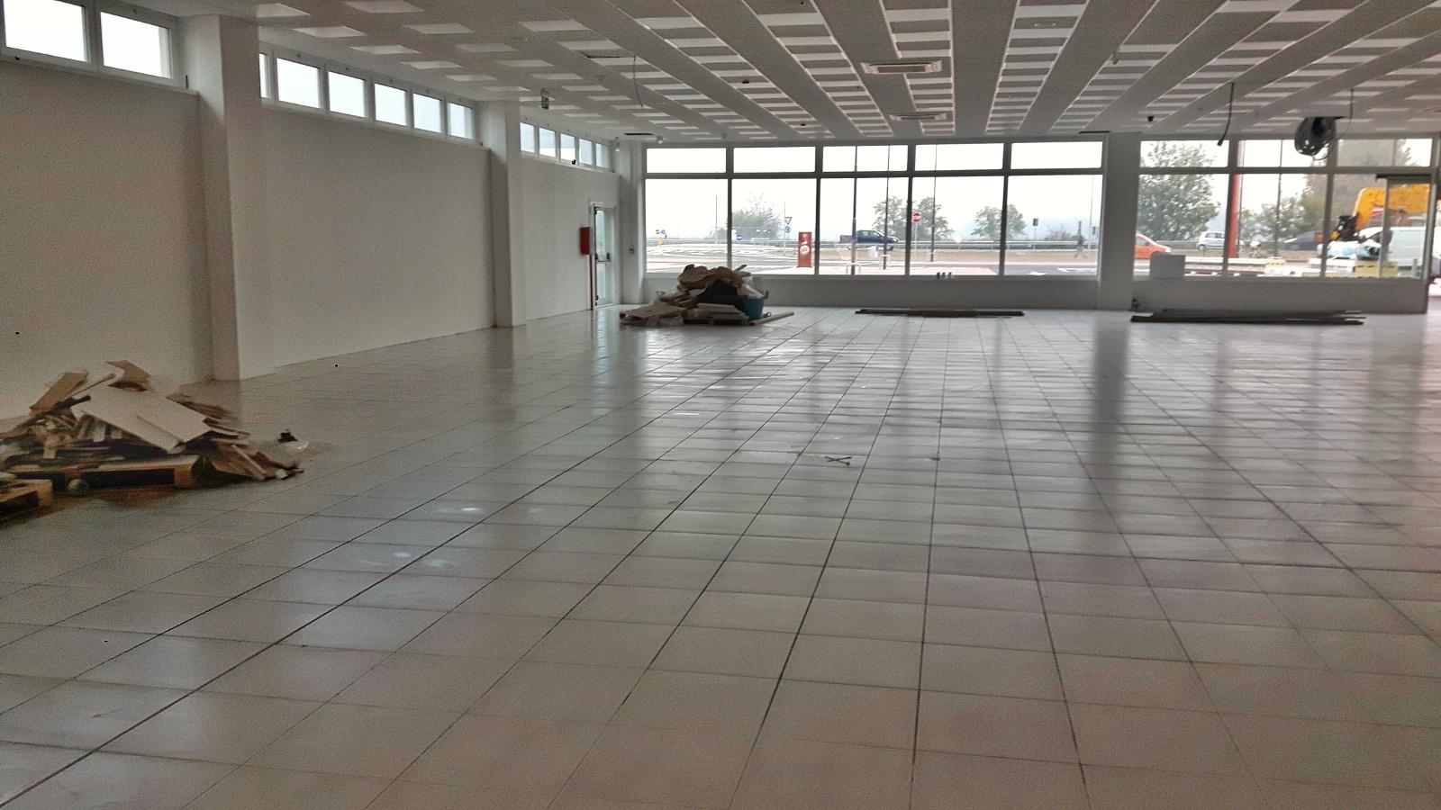 Capannoni: pulizia pavimenti